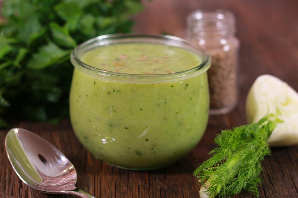 soupe detox minceur recette drainante aux l gumes verts. Black Bedroom Furniture Sets. Home Design Ideas