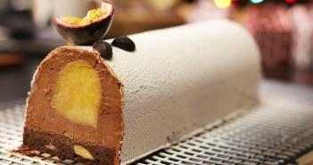 Recette b che de no l au chocolat et insert fruits - Herve cuisine buche de noel ...