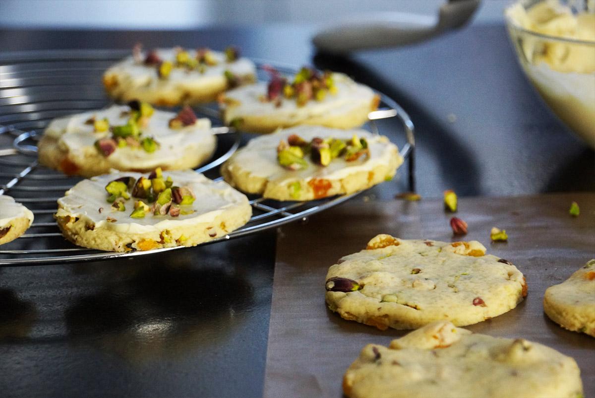 Recette des cookies abricot pistache chocolat en vid o avec herv cuisine - Recette pancakes herve cuisine ...